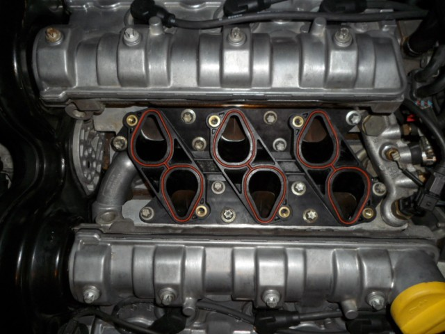 Lower%20Manifold%20Fitted.JPG